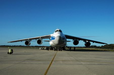 A Volga-Dnepr An-124 arrives at the Kennedy Space Centre Shuttle Landing Facility on January 15 2007 to deliver hardware for the Japanese Experiment Module (JEM) destined for the International Space Station in 2008. (NASA/Dimitrios Gerondidakis)