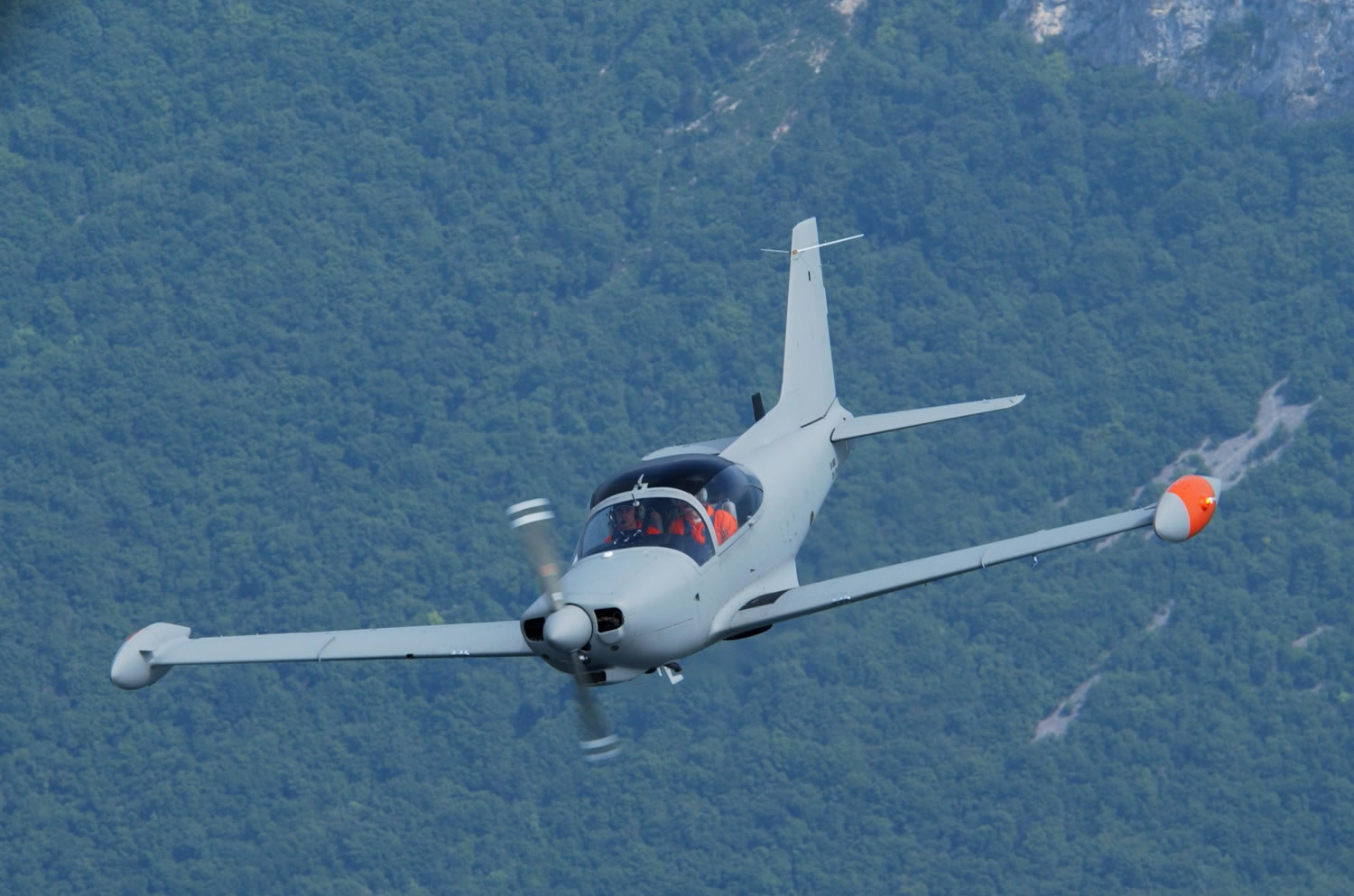 http://www.aircraftinformation.info/Images/SF-260_02.jpg