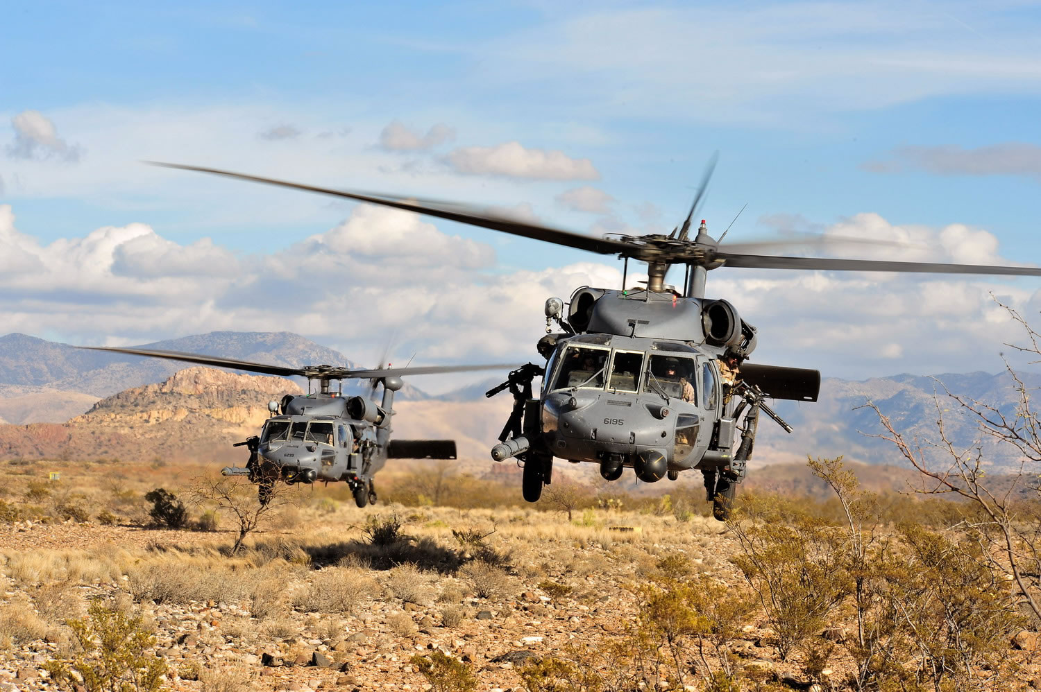 http://www.aircraftinformation.info/Images/UH-60_15.jpg